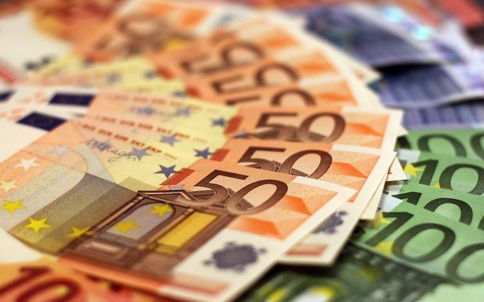 Euro Forex Market Continues Lower on Disappointing Data